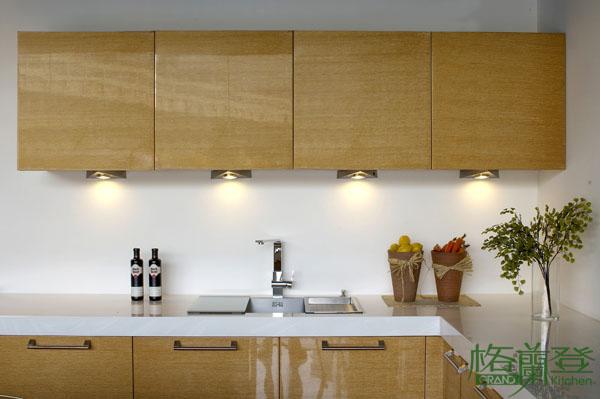 格蘭登廚具 現代極簡系列 實木薄片烤漆 台北作品 儲下櫃光源