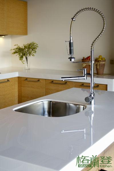 格蘭登廚具 現代極簡系列 實木薄片烤漆 台北作品 造型水龍頭