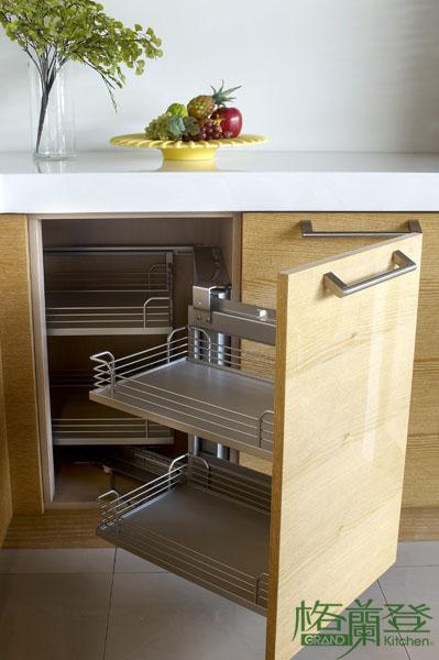 格蘭登廚具 現代極簡系列 實木薄片烤漆 台北作品 轉角小怪物