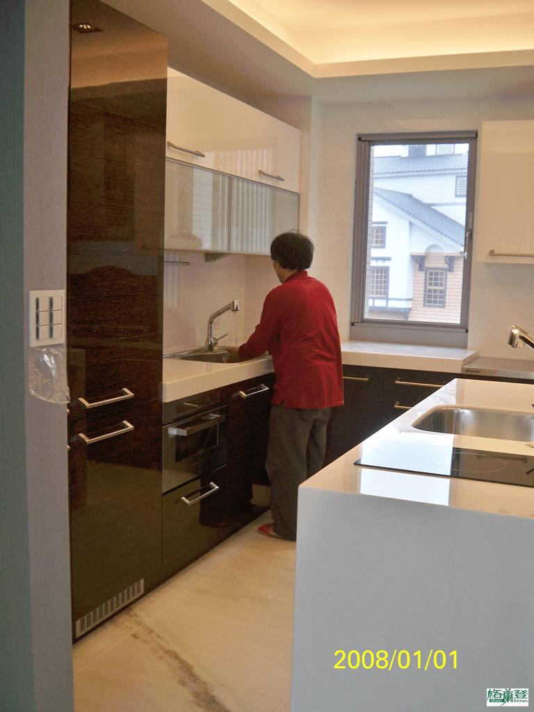 格蘭登台北門市案例 2010實木薄片烤漆 檢查水龍頭