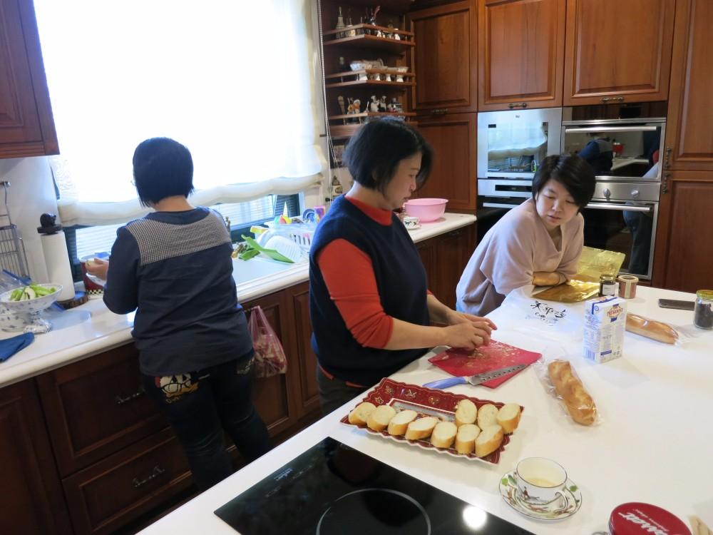 多人使用廚房設計 中島走道
