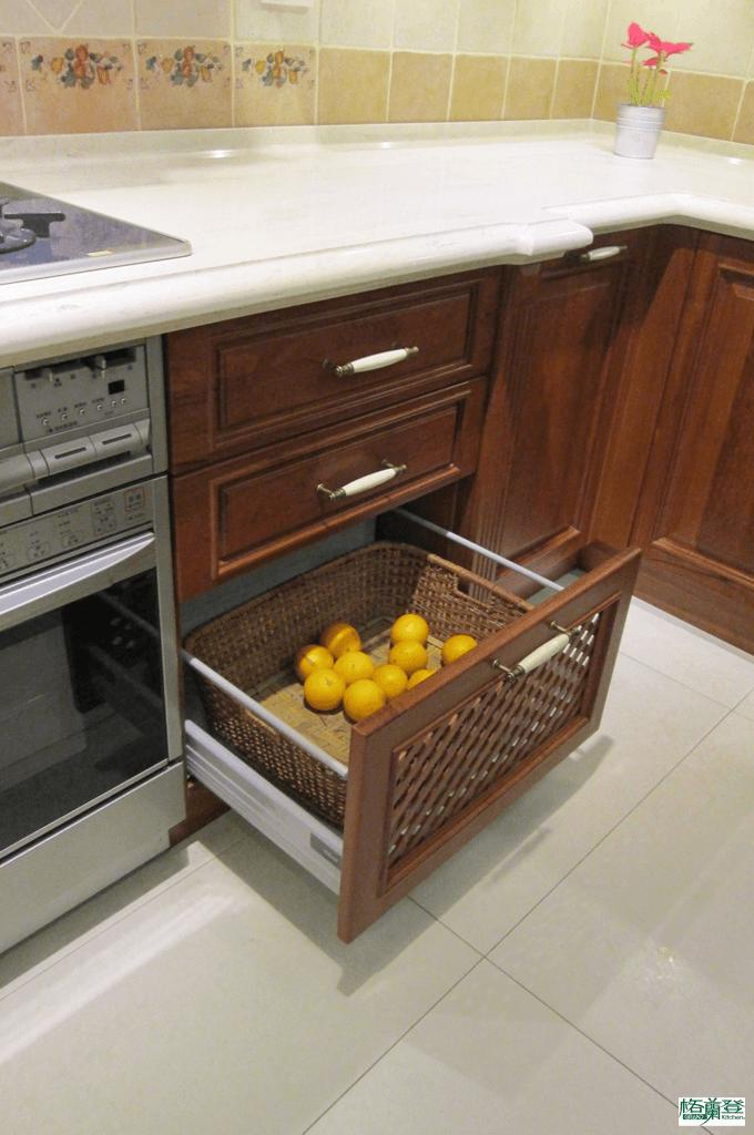 格蘭登廚具 古典實木系列 柚木 新竹作品 櫥門簍空設計