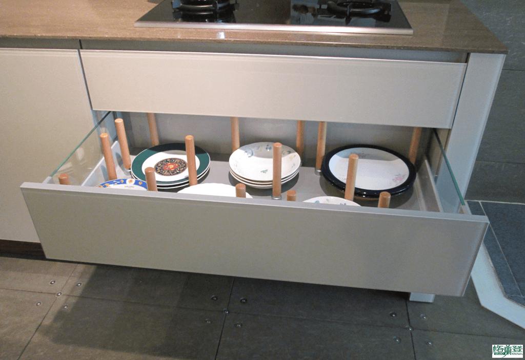 格蘭登廚具 現代極簡系列 烤漆玻璃 新竹作品 爐下大抽